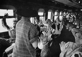 Запугать пассажиров было гораздо проще, чем взять по-настоящему большой куш