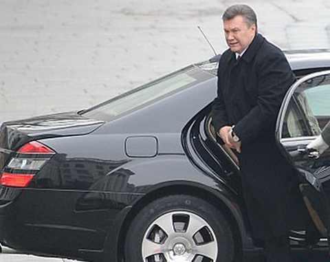 К Януковичу опасно подходить. У него есть пистолет