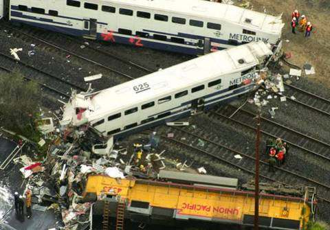 Столкновение пассажирского поезда MetroLink с грузовым составом