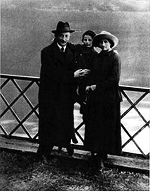 На фото: Дзержинский с семьей в Лугано, 1918 г.