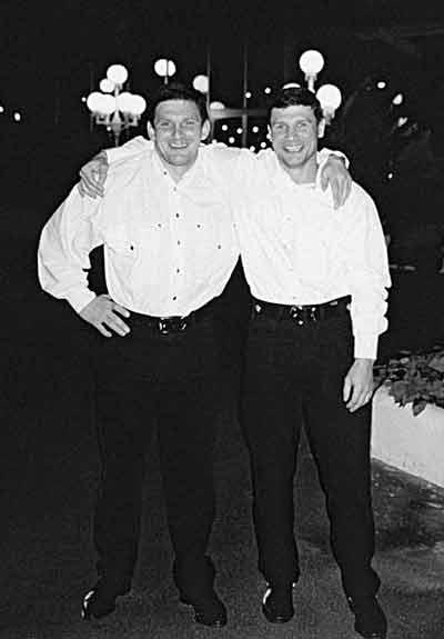 лидер «ореховских» Сергей Буторин (слева) с медведковским «коллегой» Андреем Пылевым