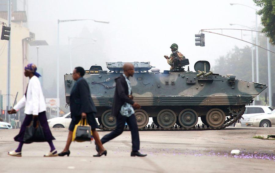 Президент Зимбабве попросил разрешения остаться увласти еще нанекоторое время
