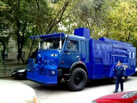 На Украине готовятся массовые демонстрации: Нацгвардия ремонтирует спецтехнку