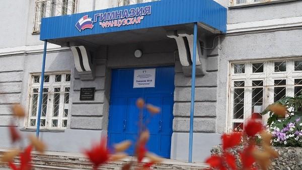 Ученикам новосибирской гимназии задали выучить «Владимирский централ»