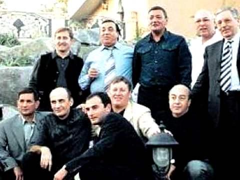 Аслан Усоян в кругу друзей.