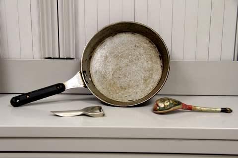 Фотографии посуды и одежды 1970 - 1980-х гг. из музейной коллекции Международного Мемориала
