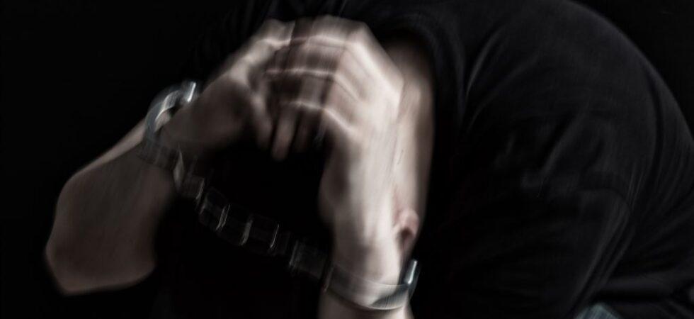 Пытки паяльником, изнасилования шваброй, умывание в унитазе. Как издеваются в российских колониях
