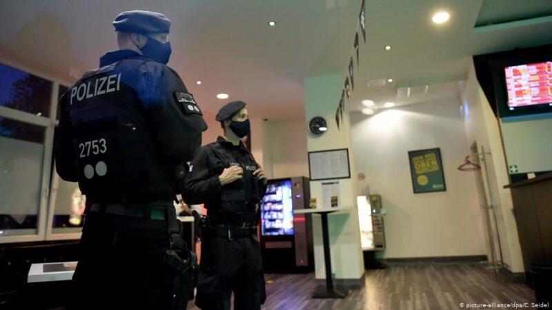 Полиция во время рейда в Эссене, 15 августа 2020 года