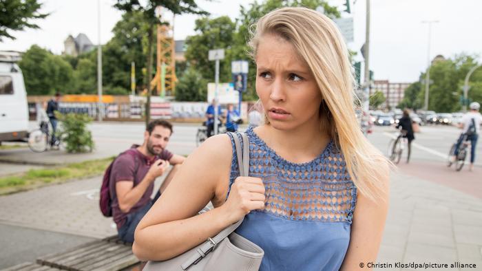 Кэтколлинг - уличный харассмент. В Германии хотят за это штрафовать