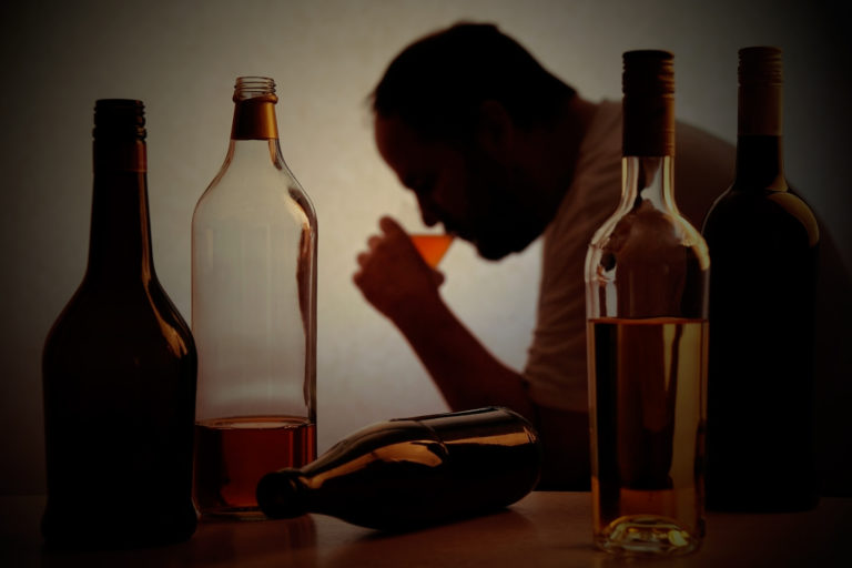 Історія однієї перемоги над алкоголізмом та важливі факти, які варто знати про цю хворобу