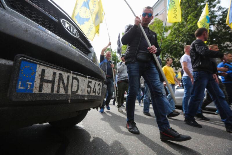 Конец эпохи евроблях. К чему приведут новые санкции за нерастаможенные авто