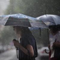 Сіноптики повідомляють: До України йдуть дощі та грози